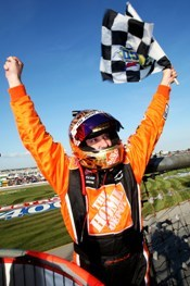 Tony_stewart_flagstand_1_chicago_ju