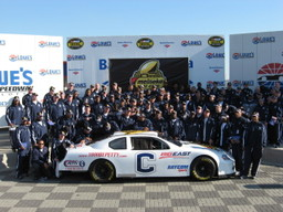 A_team_picture_with_the_bowl_car